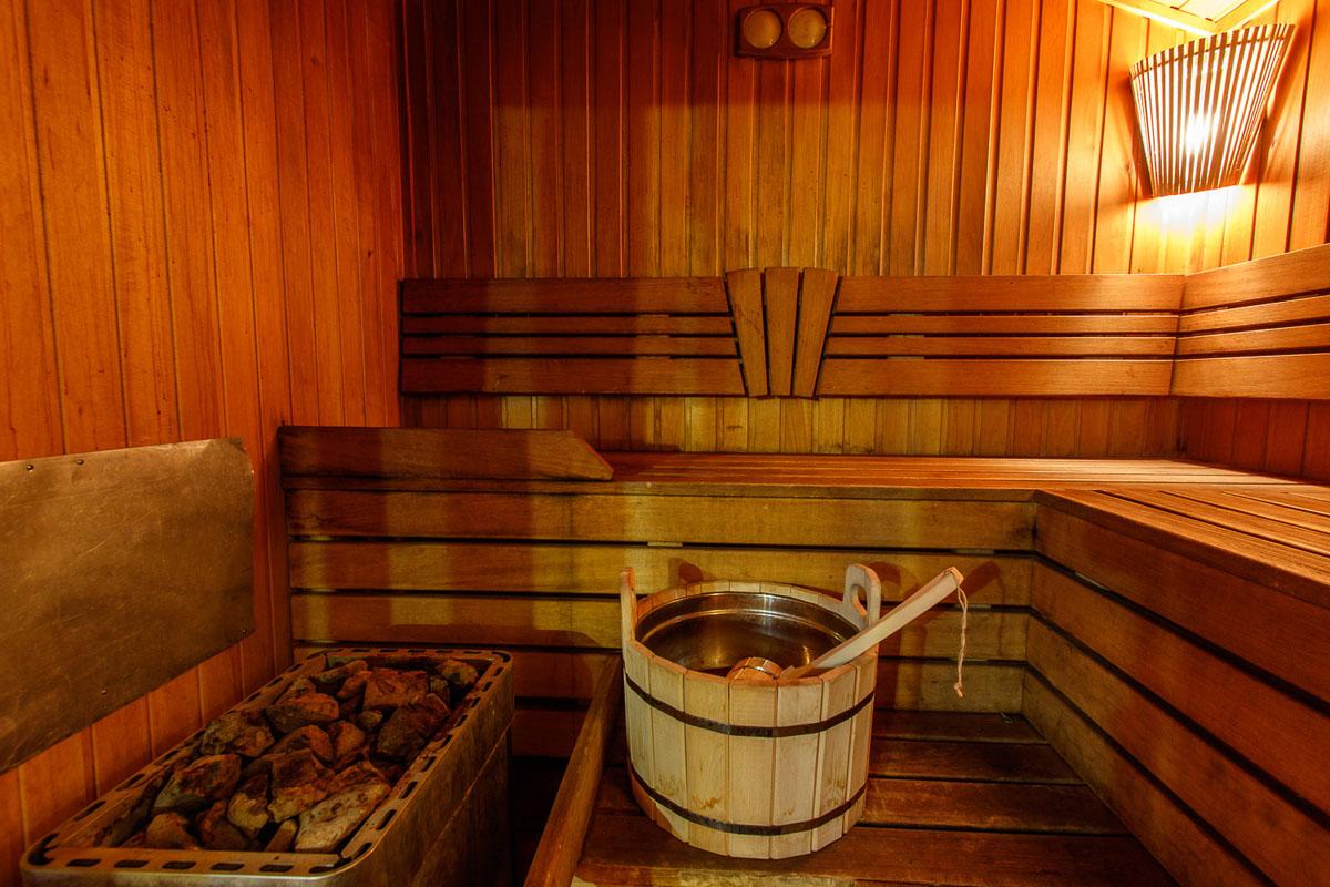 Trio in sauna